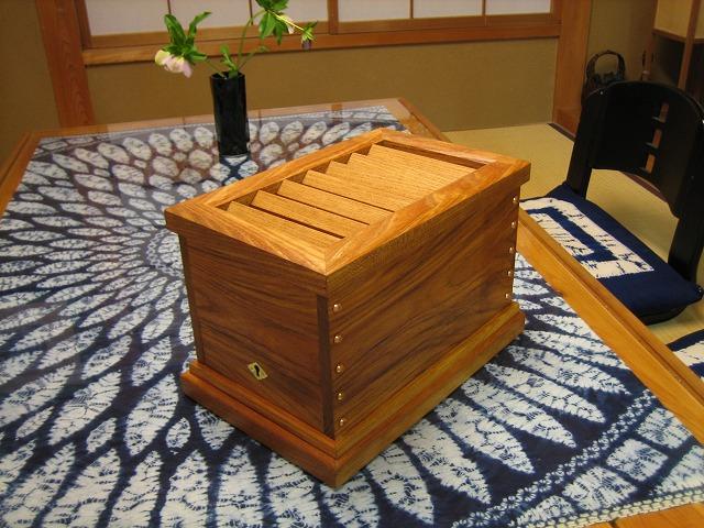 ケヤキ賽銭箱 荏油仕上げ: 木と...